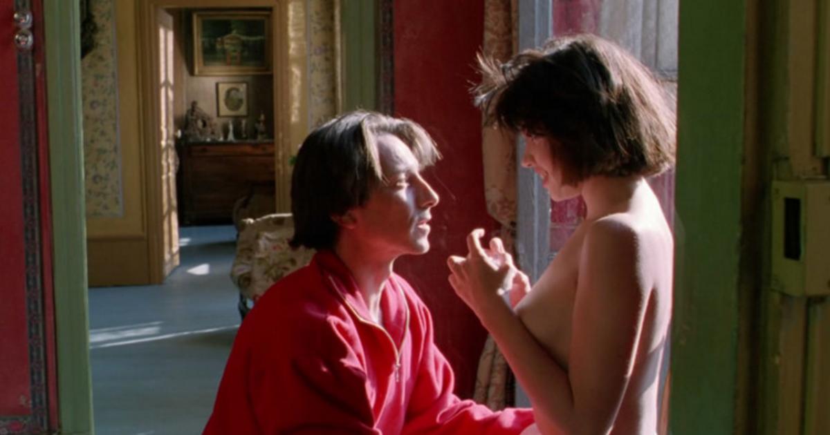 【獨立影評】《巴黎野玫瑰》:就算全世界與我為敵,也要愛你