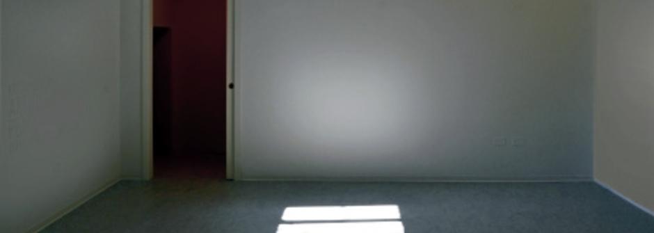 【帶著撲克牌去旅行】vol.13 賭客宿舍 ─ 監獄一般的短租套房