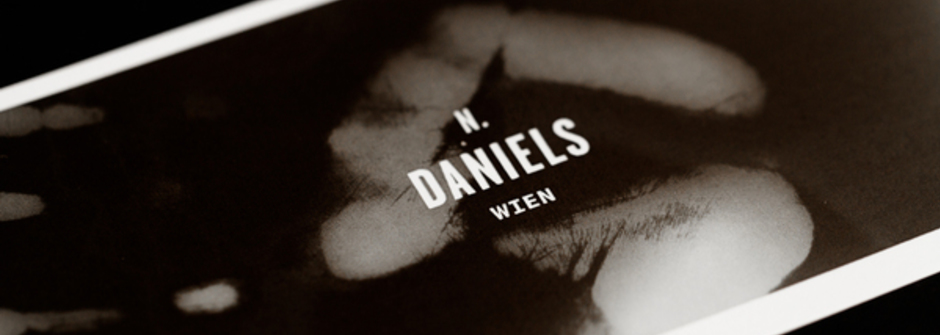 發一張超有「感.觸」的名片 N. Daniels