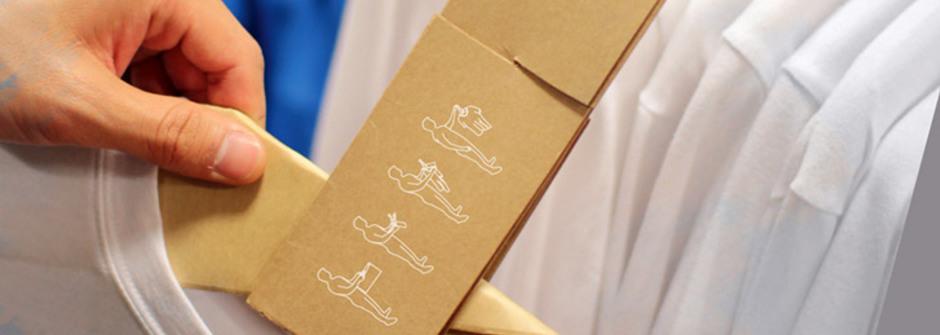 將不用的紙袋做成輕便掛衣架吧!