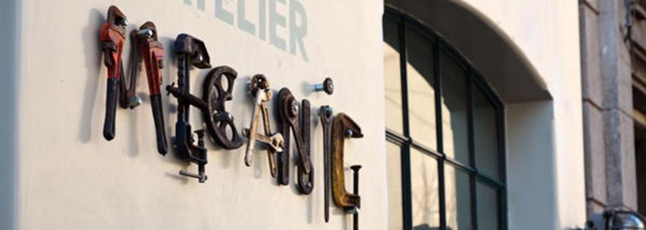 用復古機械零件,打造一間充滿時代魅力的咖啡廳
