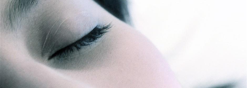 快住手!5種讓睫毛壽命縮短的行為