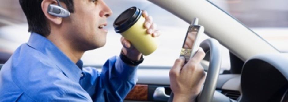 【經濟學人】三思而後言:上一代的酒後開車,在新一代則成為開車分心