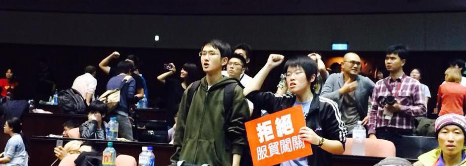 一夜不眠的台灣憤慨:反服貿黑箱的現場直擊