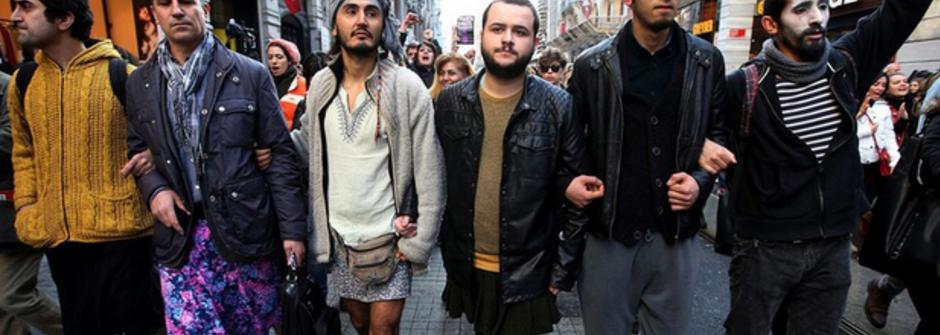 土耳其男人穿裙上街聲援阿斯蘭!女大生遭姦殺,全民抗議強暴惡行