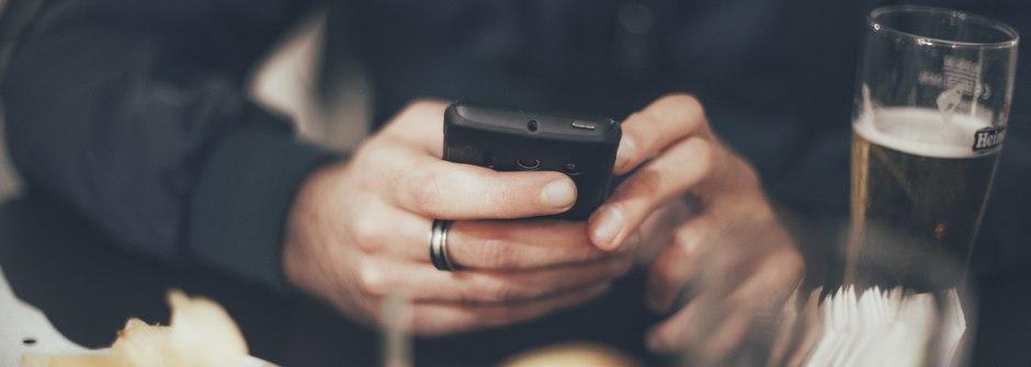 為什麼男人在交友軟體討拍,卻不對你說心事?