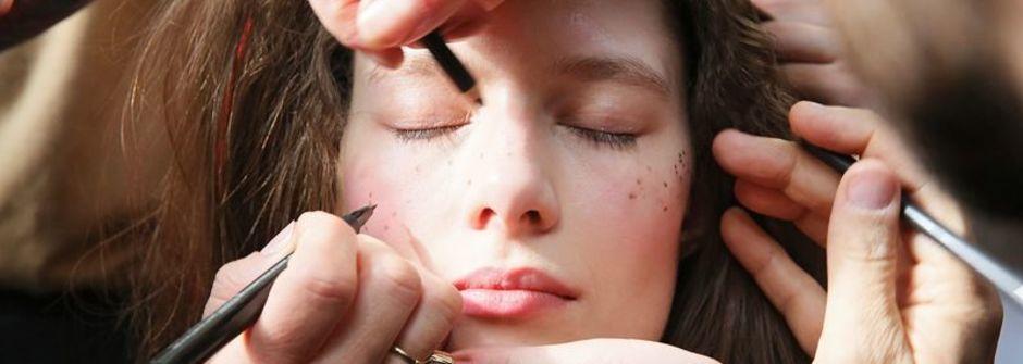 睫毛膏、指甲油又沾到衣服!聰明方法清潔髒污|女人迷 Womany