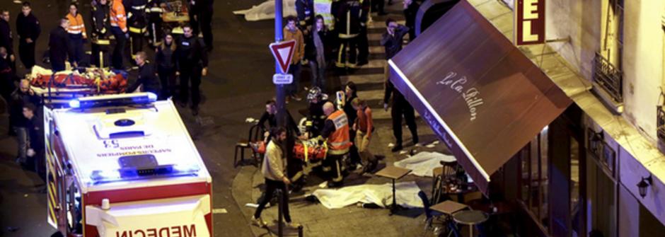 #PrayForParis 巴黎恐怖攻擊150人罹難!總統歐朗德:「面對恐懼,法國必須堅強起來」