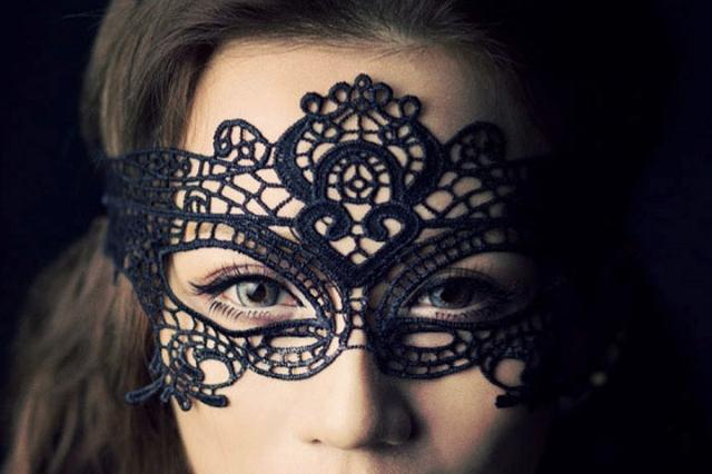 maskwoman
