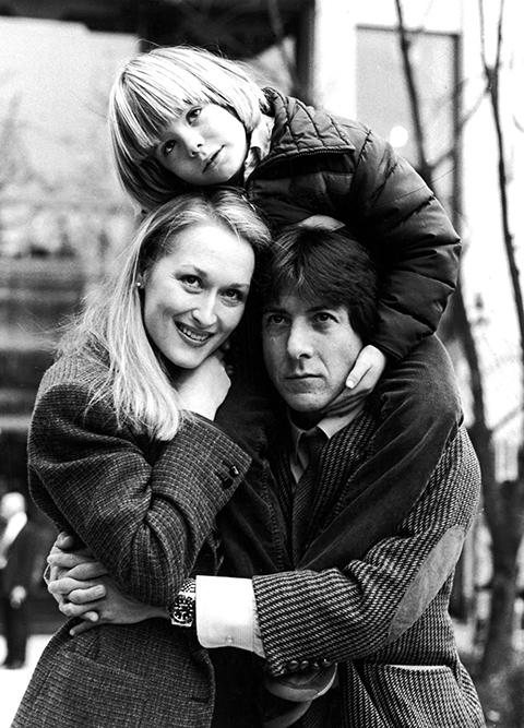 三位演員在電影開拍前先在紐約拍攝「幸福家庭」的劇照,作為片中客廳場景的道具,在在提醒母親的缺席