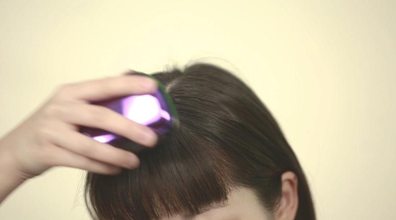Step 4:以梳把頭髮上多餘的蜜粉掃走